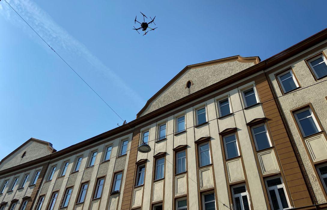 Drohne über Gebäude