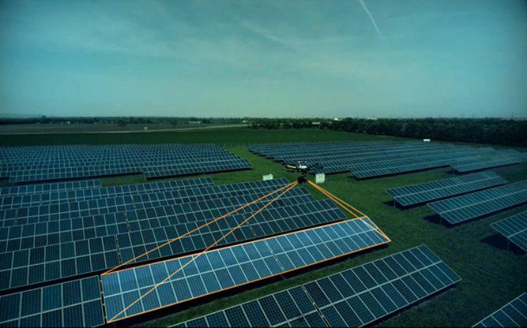 Photovoltaik Kontrolle mit Drohne